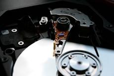 IBM создала атомный жесткий диск, который в тысячу раз эффективнее существующих