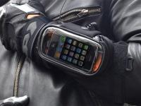 Запястный чехол для iPhone в помощь мотоциклистам