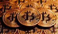 Цена на биткоин установила новый рекорд и сразу же обрушилась почти на 1000 долларов