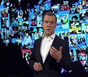 Медведев: в Интернете цензура невозможна и бессмысленна