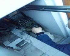 Киберполиция задержала двух человек, воровавших деньги с карточек с помощью накладок в банкоматах