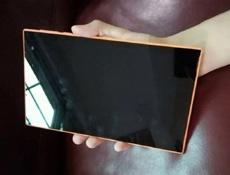 В сети появились живые фото отмененного планшета Nokia Mercury