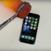 На iPhone 7 вылили расплавленное золото