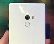 Белый Xiaomi Mi Mix на фото