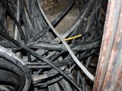 Как решается проблема с наведением порядка в кабельных колодцах