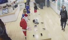 Танцующий Санта-Клаус вынес 12-дюймовый MacBook из магазина в Грузии