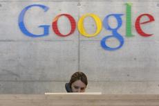 У офиса Google появились плакаты в поддержку уволенного за «сексизм» инженера