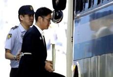 Аналитики разошлись в оценке последствий тюремного заключения главы Samsung