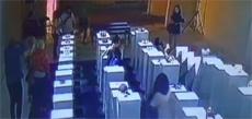 Во время селфи дамочка уничтожила произведения искусства на $200 000
