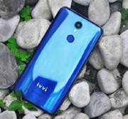 Представлен смартфон Ivvi i5 с 3D-экраном