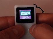 Голландский программист создал Game Boy размером с брелок для ключей