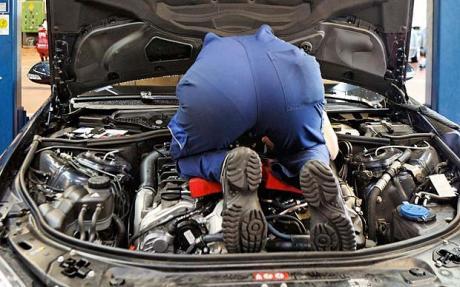 car-mechanic_1632136c.jpg