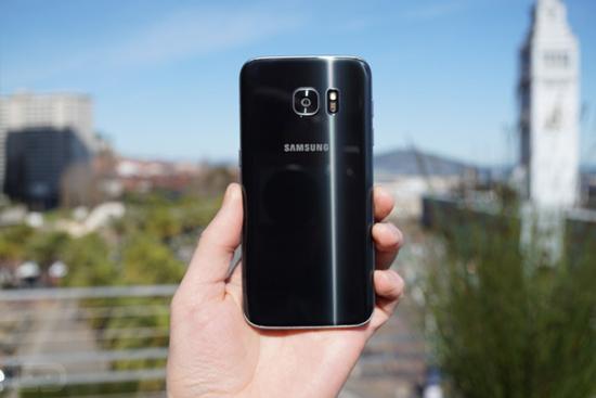 Самсунг Galaxy Note 7 специалисты признали худшим гаджетом 2016 года