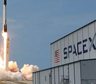 Перші космічні туристи підписали контракти на політ на МКС на кораблі Маска