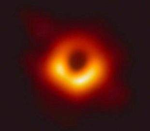 Первое в истории фото черной дыры: в сети делятся остроумными мемами и фотожабами