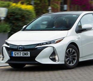 Компьютер в автомобилях Toyota «отключит» педаль газа в опасных ситуациях