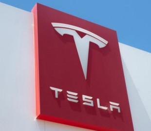 Завод Tesla в Німеччині: кого братимуть на роботу і скільки отримуватимуть робітники