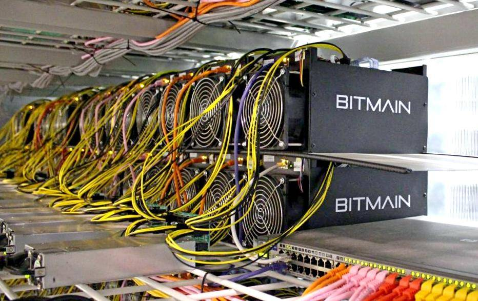 1512722237_bitcoin_mining_computers_are_pictured_in_bitmain_s_57830be267.jpg (112 KB)