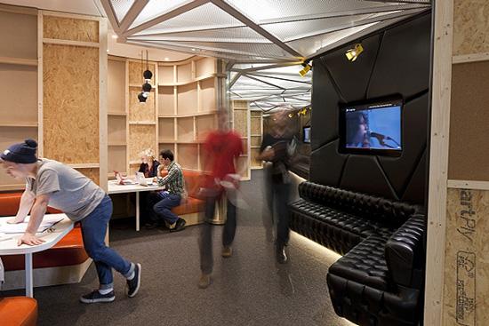 1349330896 youtube office in london 03 - Фотографии офиса YouTube в Лондоне (Фото)