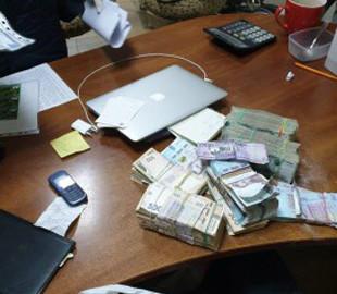 Киберполиция разоблачила мужчину в незаконных операциях с электронными деньгами