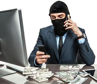 """Афера на """"коронавирусной"""" тысяче: как с карточек пенсионеров мошенники крадут деньги"""
