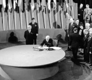 В сети показали историческое фото вхождения Украины в ООН