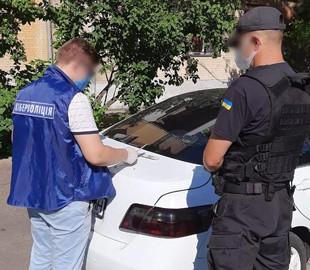 Семейная пара с помощью накладок украла из банкоматов четверть миллиона гривен