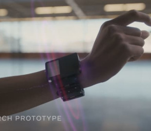 Facebook представила умный наручный браслет, который сможет читать мысли