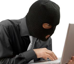 Нова афера в Мережі: шахраї крадуть з карток українців всі гроші