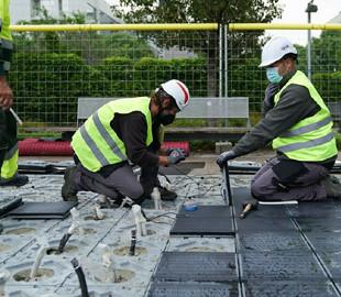 В Барселоне вмонтировали солнечные панели в тротуарную плитку