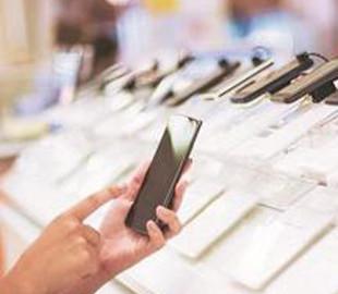 Спрос на кнопочные телефоны продолжает падать