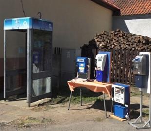 У Чехії демонтували останню в країні телефонну будку. Нею не користувалися два роки