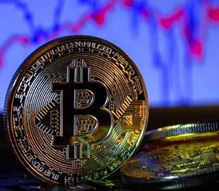 Курс биткоина пошел вниз после рекордного роста