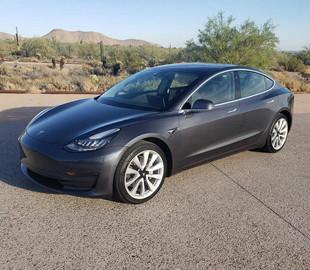 В американских Tesla Model 3 появились порты USB-C и беспроводная зарядка